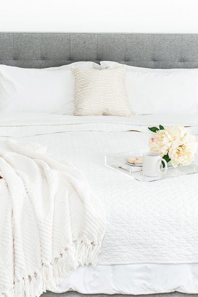How do you clean and organize your bedroom? Use this guide, it has everything! Read step-by-step bedroom organization instructions and small space hacks.