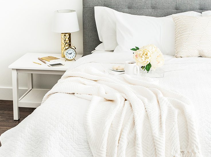 Is it possible to maintain a clean and organized bedroom? These bedroom organization tips will help you organize it and keep it that way all year long.