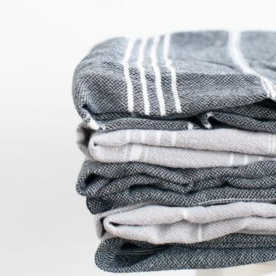Is your linen closet storage packed with bedding, bath towels and more? You need these 5 easy organizing tips to win and create a clean closet.