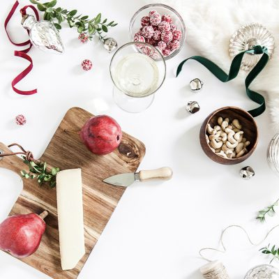 Don't let the holidays stress you out. Easily plan all your holiday parties with these tips. This guide will walk you through every step.