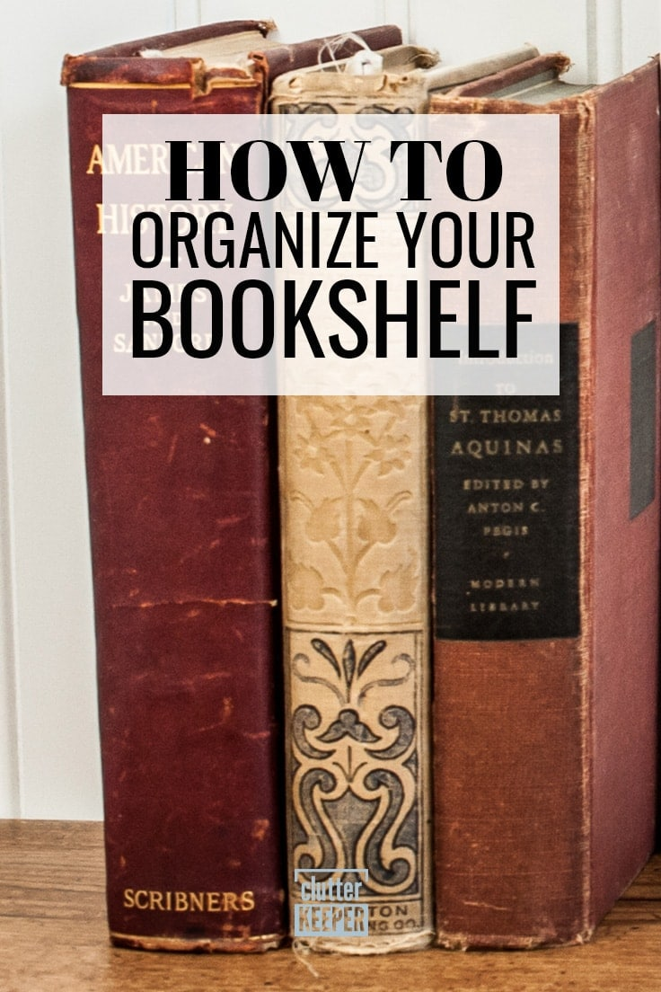 Organize your shelves with these fun bookshelf styling ideas! Learn the best ways for organizing books to decorate and enhance the decor in your living room, bedroom or home office. #organization #books #clutterkeeper