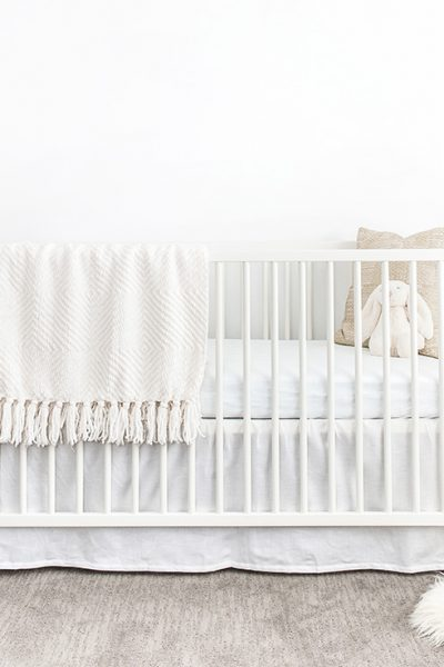 How do you organize your nursery before the baby comes? This nursery organization guide will walk you through each step with amazing hacks and tips.