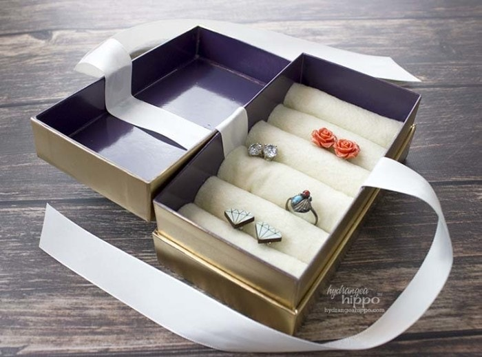 Create your own DIY travel Jewelry box out of a cell phone box